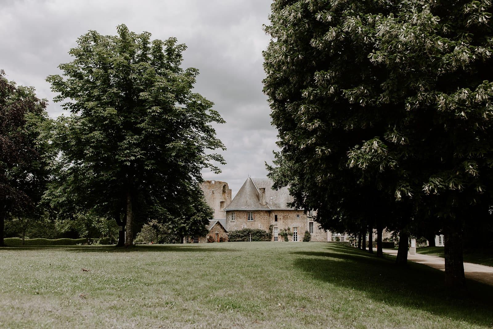 mariage_chateau_la_flocelliere_vendee_flavie_nelly_photographe-74-obonheurdesdames-decoration-mariage-location-vegetal