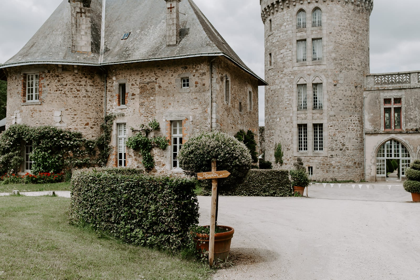 mariage_chateau_la_flocelliere_vendee_flavie_nelly_photographe-82-obonheurdesdames-decoration-mariage-location-vegetal